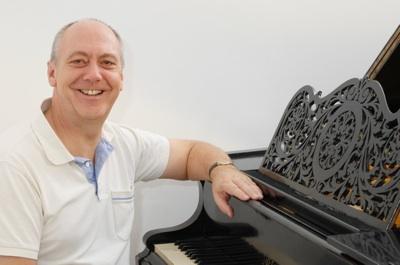 Martin Elliott - UK Singer & Conductor